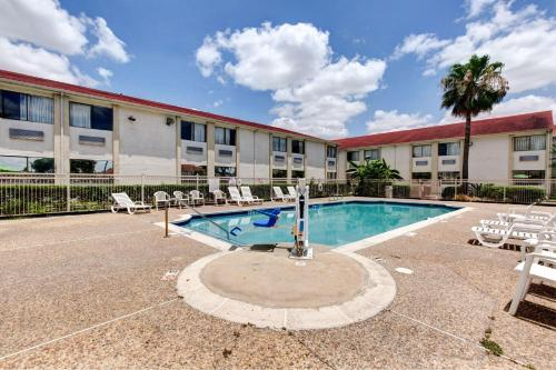 Motel 6 Houston Hobby photo 41