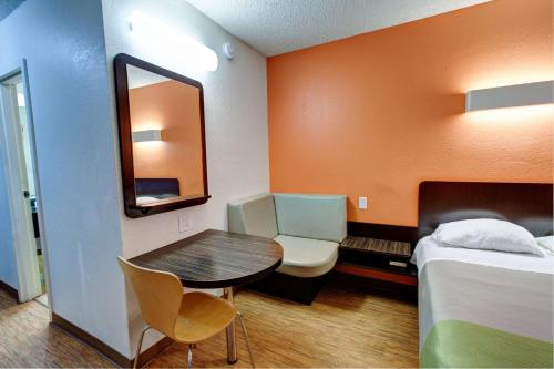 Motel 6 Houston Hobby photo 52