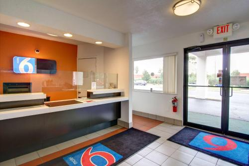 Motel 6 Richfield Photo