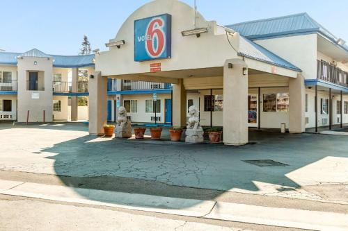 Motel 6 Visalia Photo