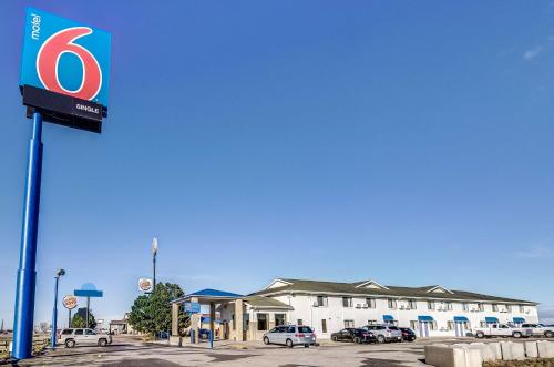 Motel 6 Colby Photo