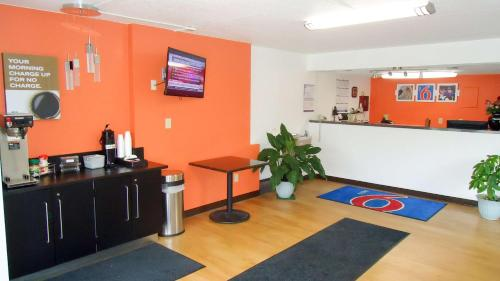 Motel 6 Kingston Photo