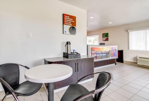 Motel 6 Waco - Lacy Lakeview Photo
