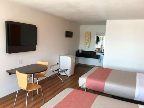 Motel 6 Connelly Springs Photo