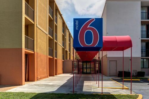 Motel 6 Jackson, TN Photo