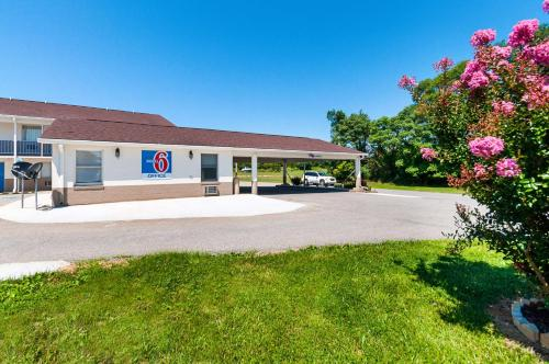 Motel 6 Charles Town Photo