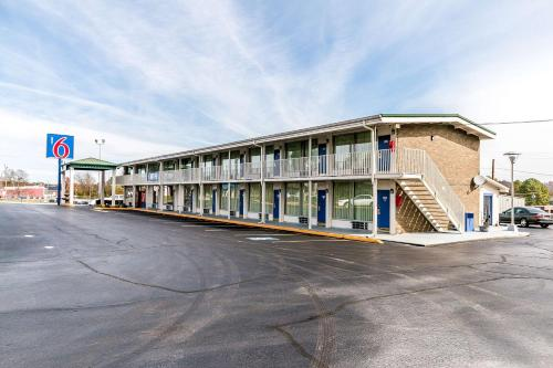 Motel 6 Somerset Photo