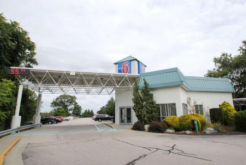 Motel 6 Warwick RI - Providence Airport - I-95 Photo