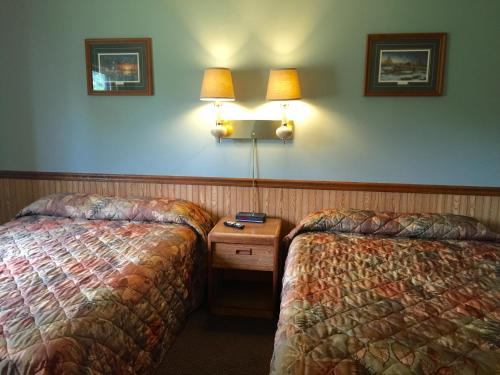 The Travelers Inn Photo