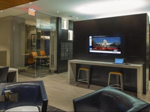 Global Luxury Suites at The Meridian at Mt. Vernon Triangle Photo