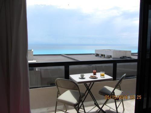LOVELY SUITE WITH OCEAN VIEW #503 Photo