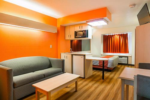 Motel 6 Sycamore Photo