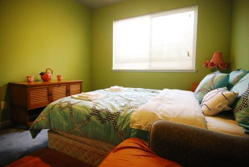 (3C) Cozy Private Bedroom near Daly City BART Subway Station Photo