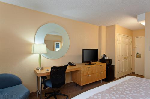 La Quinta Inn & Suites LAX photo 16