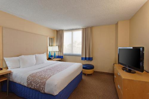 La Quinta Inn & Suites LAX photo 17