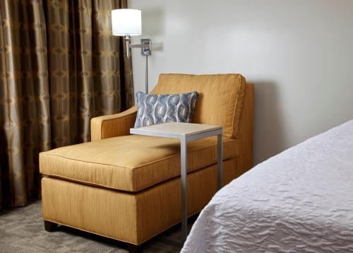 Hampton Inn & Suites Pittsburgh Airport South/Settlers Ridge Photo