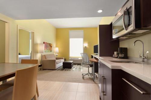 Home2 Suites by Hilton Houston Webster Photo