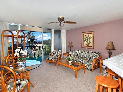 Wailua Bay View Resort by Condominium Rentals Hawaii Photo