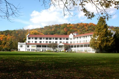 Shawnee Inn and Golf Resort Photo