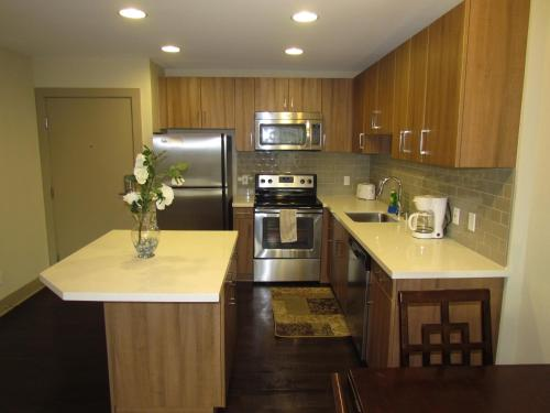 Walk to the Beach! Resort Style Apartment - Los Angeles, CA 90292