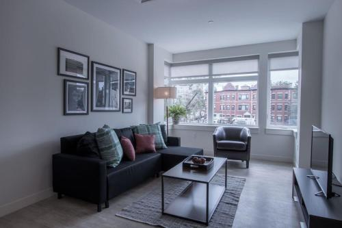 One-Bedroom Apartment on Beacon Street 206 Photo