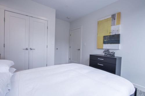 One-Bedroom Apartment on Beacon St205 Photo