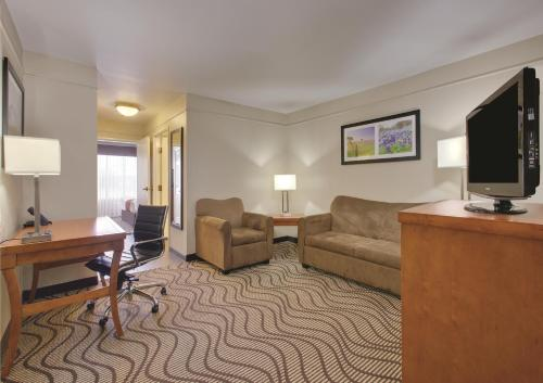 La Quinta Inn & Suites Rockwall Photo