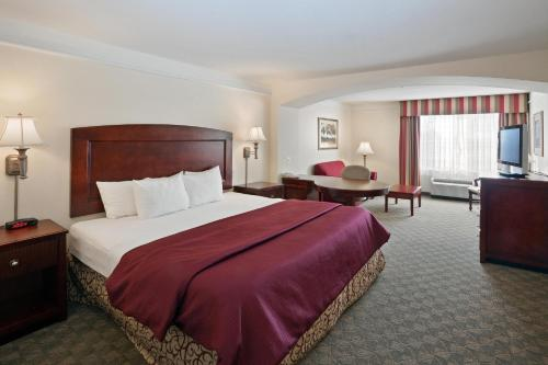 La Quinta Inn & Suites Dodge City Photo