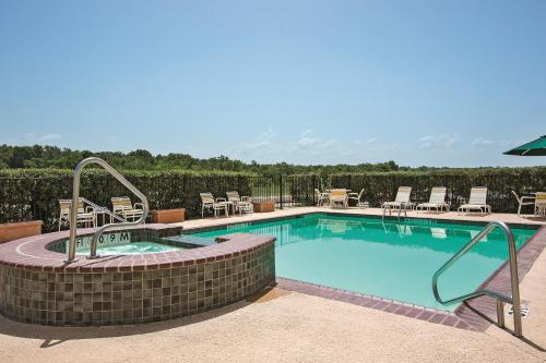 La Quinta Inn & Suites Gun Barrel City Photo