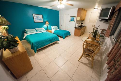 Camelot Beach Suites Photo