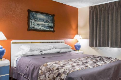 Rodeway Inn & Suites Branford Photo