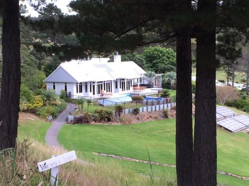 Vineyard Cottage - Paroa Bay Winery