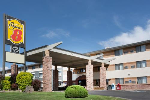 Super 8 Grand Junction Colorado Photo