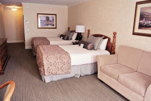Cow Hollow Inn and Suites photo 13