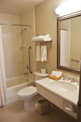 Cow Hollow Inn and Suites photo 18