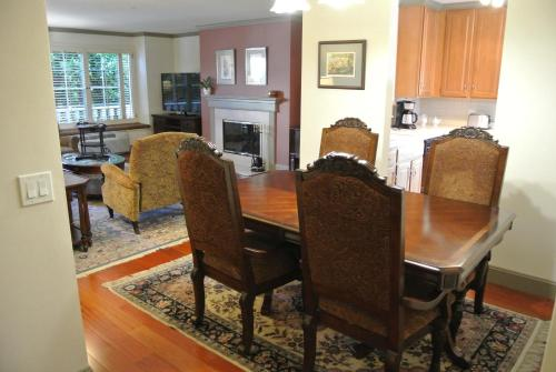 Cow Hollow Inn and Suites photo 20