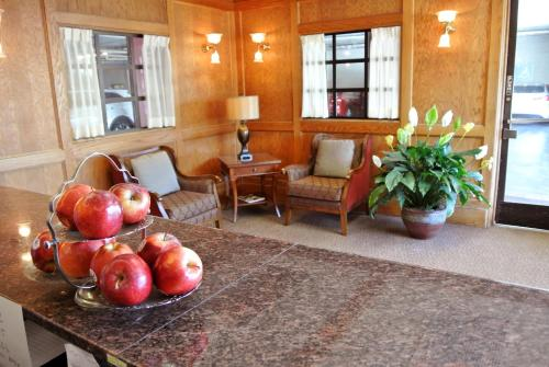 Cow Hollow Inn and Suites photo 25