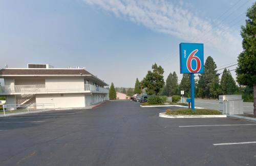 Motel 6 Weed - Mount Shasta Photo