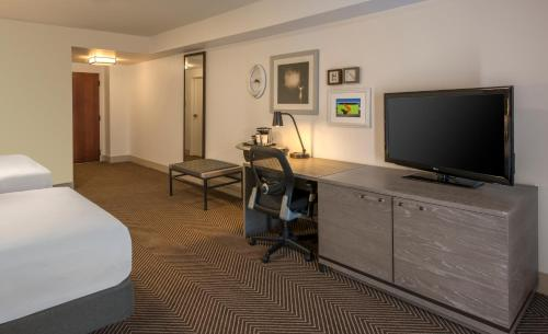 DoubleTree by Hilton Austin Photo