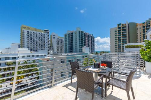 One-Bedroom Penthouse on Collins Avenue 16 Photo