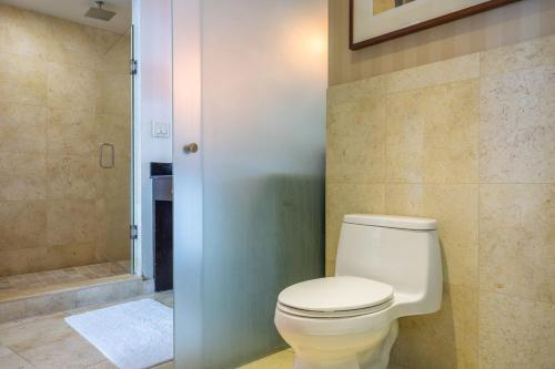 One-Bedroom Penthouse on Collins Avenue 27 Photo
