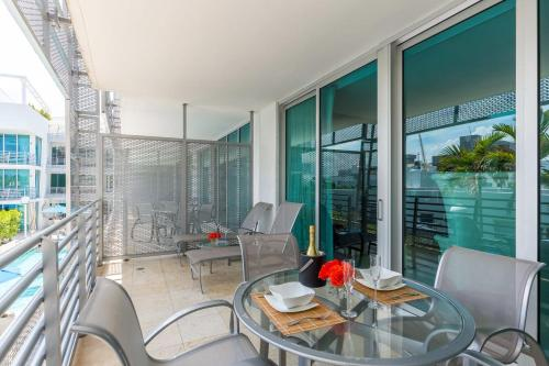 One-Bedroom Apartment on Collins Avenue 303 Photo