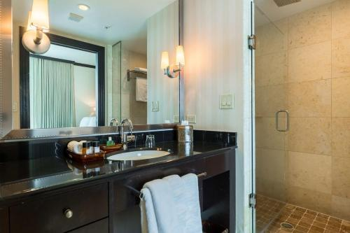 One-Bedroom Apartment on Collins Avenue 306 Photo