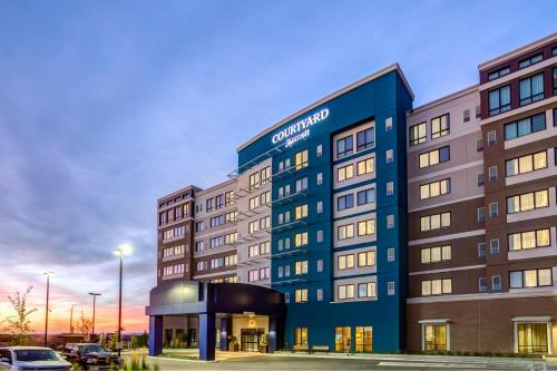 Courtyard by Marriott Calgary South Photo
