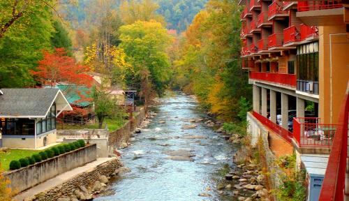 Baymont Inn and Suites - Gatlinburg On The River Photo
