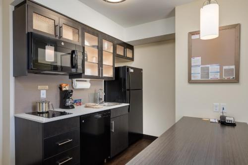 Candlewood Suites Calgary Airport North Photo