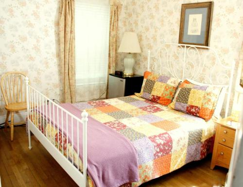 The Coolidge Corner Guest House: A Brookline Bed and Breakfast Photo
