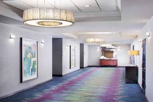 Dallas Marriott Suites Market Center Photo