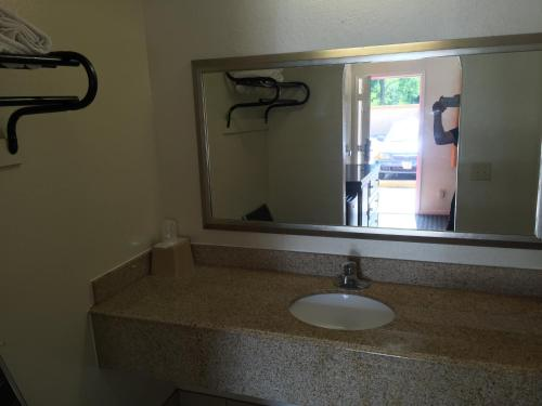Regency Inn and Suites - Houston, TX 77093