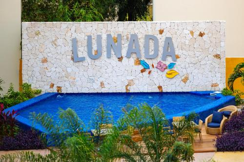 Lunada 401 by Happy Address Photo